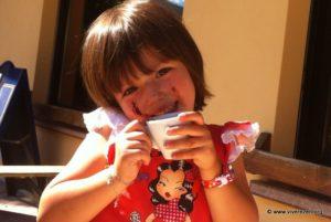 il sorriso di Malu che beve la sua schiumetta!